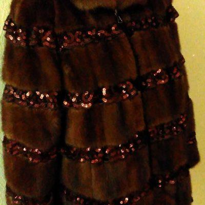 Шубка из натурального меха с декорацией из кружева